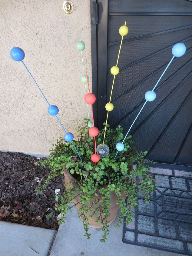 colorful-gazing-balls-crafts-how-to-outdoor-living-1