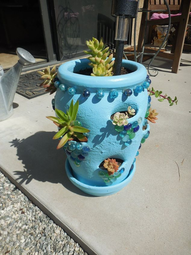 strawberry-pot-makeover-crafts-gardening-repurposing-upcycling-1