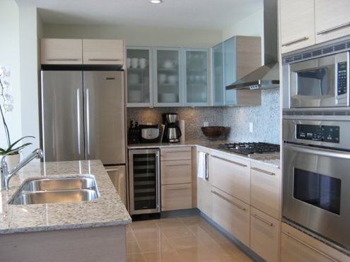 kitchen-stainlesssteelappliances-thevictoriacondo-1