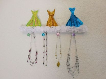 necklace-holder-crafts-how-to-organizing