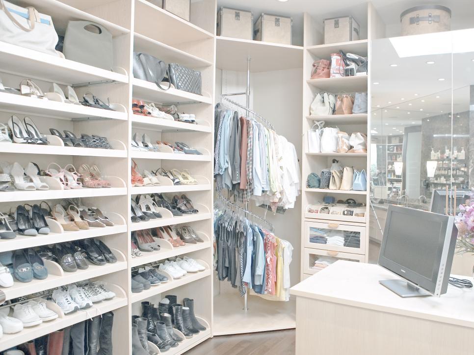 ci-la-closet-design_walk-in-closet-organized-shoe-compartments_shoe-storage_hgtv_s4x3-jpg-rend-hgtvcom-966-725