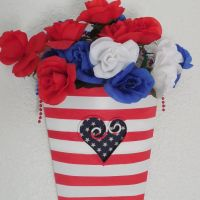 patriotic-metal-floral-vessel-crafts-patriotic-decor-ideas-repurposing-upcycling-1