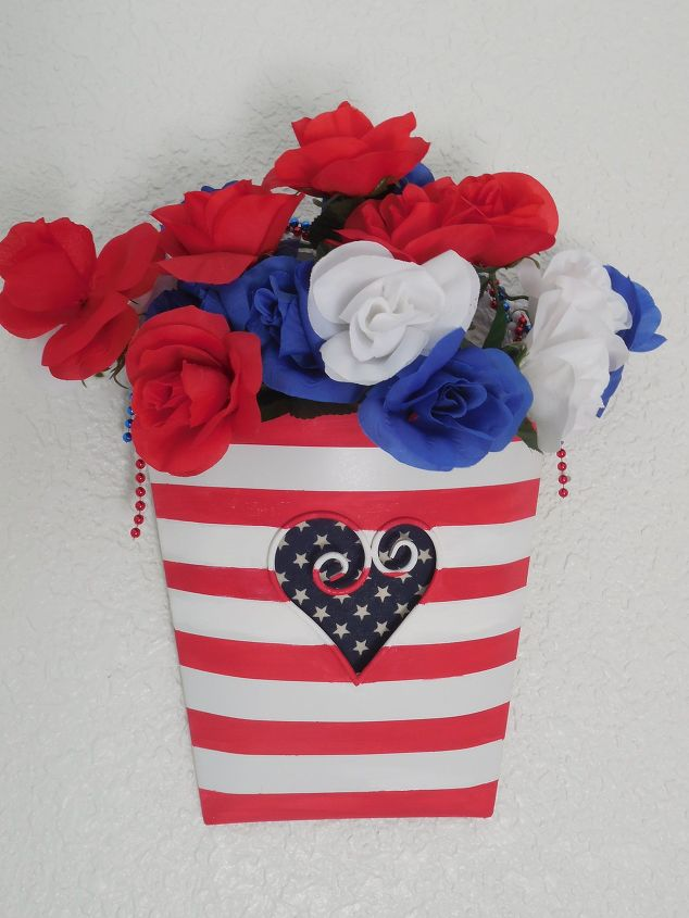 patriotic-metal-floral-vessel-crafts-patriotic-decor-ideas-repurposing-upcycling.1.jpg