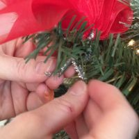 how-to-tie-a-christmas-bow-in-3-easy-steps-how-to-5