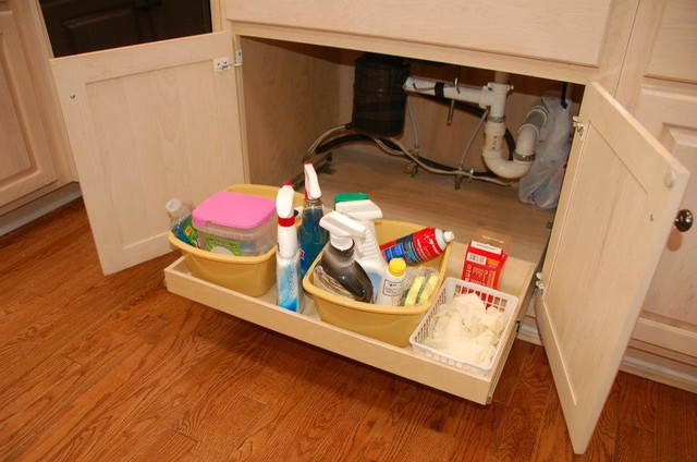 traditional-kitchen-storage-solutions-and-drawer-dividers