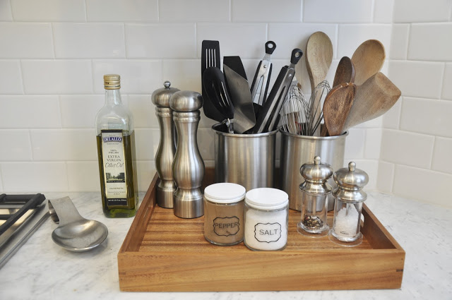 wooden-tray-to-organize-the-kitchen-counter
