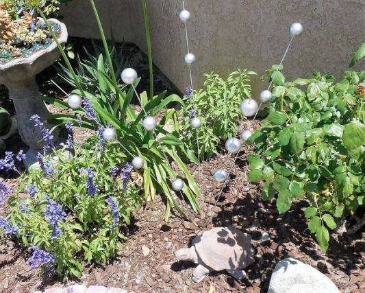 gazing-ball-stakes-crafts-gardening-how-to