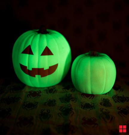 41052-glowing_pumpkin_717x747_ro-e-dmojqh_aivfq-thumbnail-full