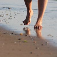 Earthing! The health of walking barefoot — Beauty castle