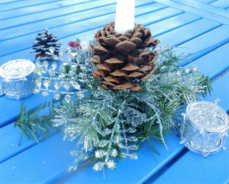 pine-cone-candle.jpg