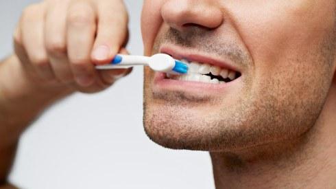 man-brushing-teeth